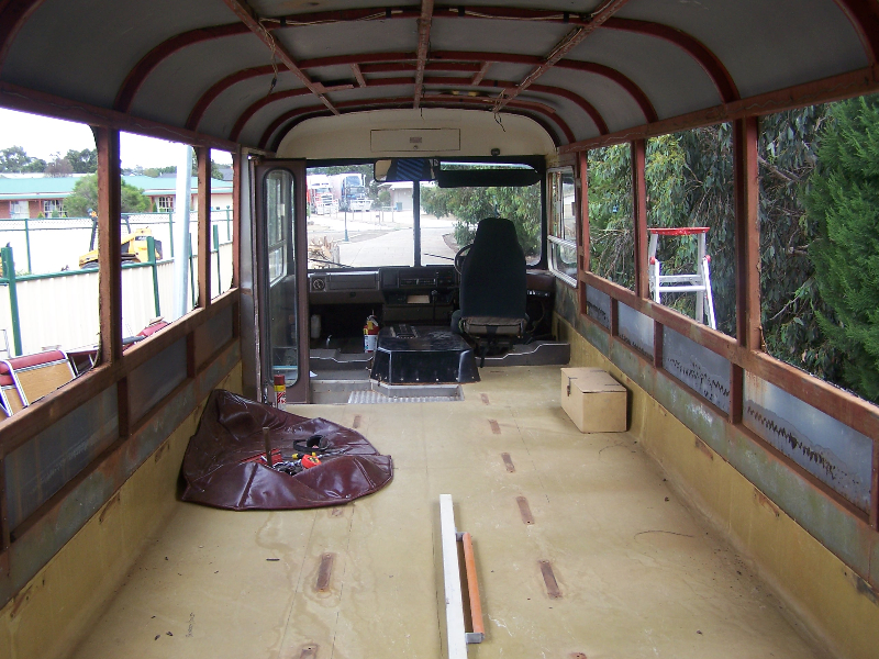 bus-048